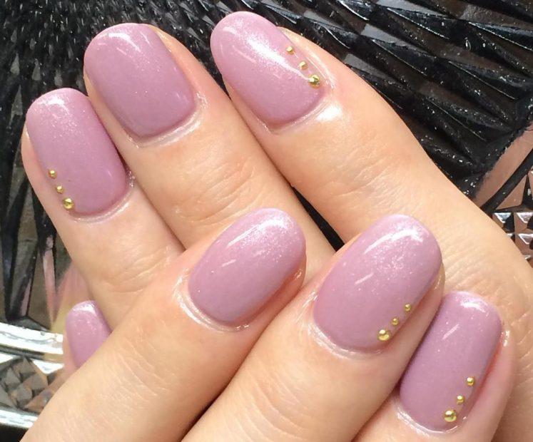 モーブピンク色のワンカラーネイル