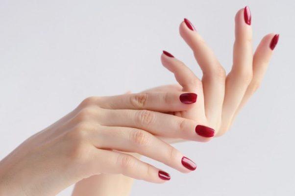 手がキレイに見えるネイルカラー